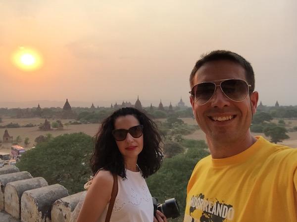 Atardecer Templo Shwe Sandaw-Andorreando por el Mundo.