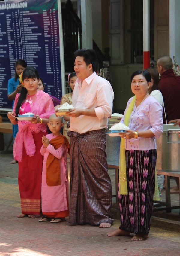 Ofrenda Monasterio Mahagandayon-Andorreando por el Mundo