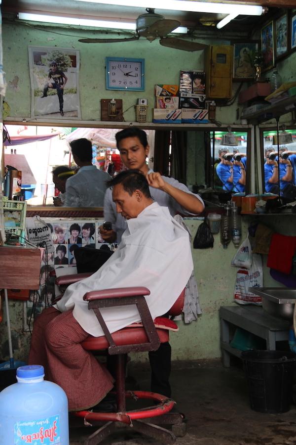 Peluquería Yangon-Andorreando por el Mundo
