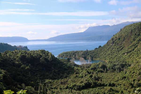 Lago Tarawera-Andorreando por el Mundo.