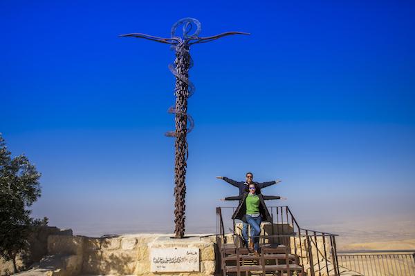 Monumento Serpiente Enroscada Cruz