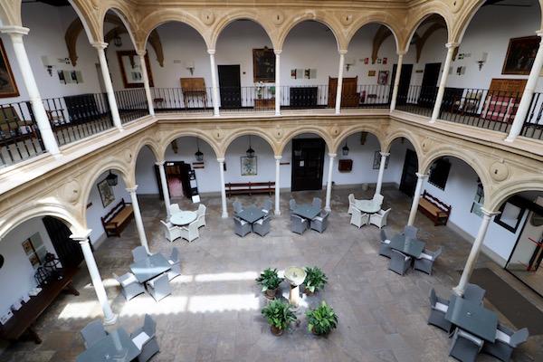 Patio Palacio Deán Ortega