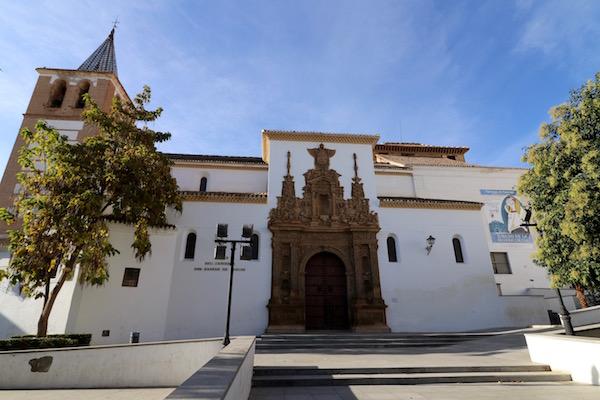 Fachada Iglesia monasterio de Santiago