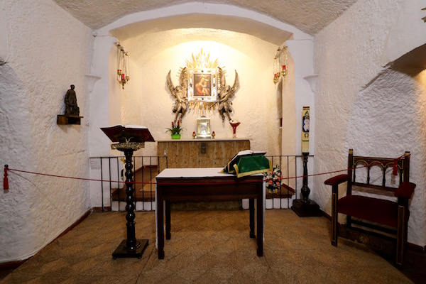 Interior Cueva Santa Virgen Gracia