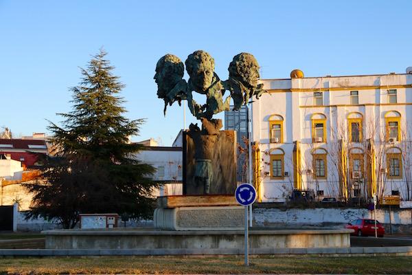 Escultura tres poetas