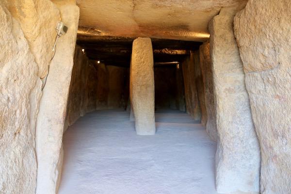 Interior Dolmen de Menga.