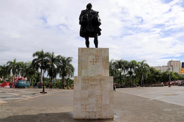Estatua a Nicolás de Ovando