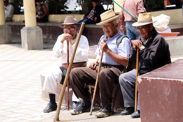 Ancianos guatemaltecos en Tecpán.