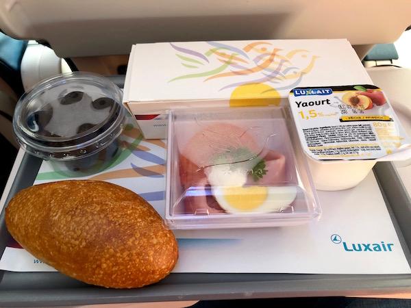 Desayuno avión Luxair.
