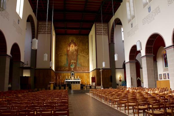 Interior iglesia Sagrado Corazón.