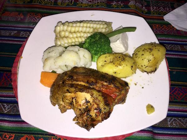 Restaurante de Sumac Micuy In, pollo con vegetales.