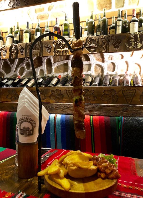 Pincho de carne, Restaurante The Hadjidragana Tavern.