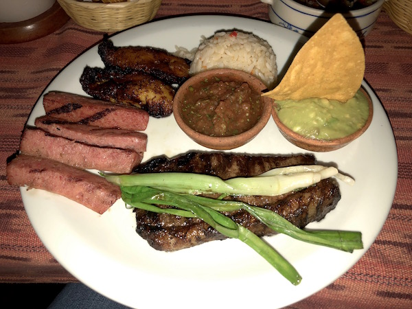 Restaurante Las Palmas, plato guatemalteco.