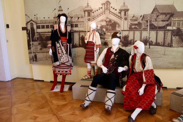 Trajes típicos, museo etnográfico.