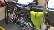 Räder im Zugabteil