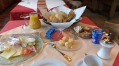 Ein Tisch voller Frühstück