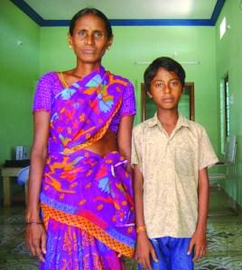 Baladhathhaiah, 10 ans, infecté par le VIH et sous trithérapie : orphelin de père, maman sous ARV, son premier frère est décédé.