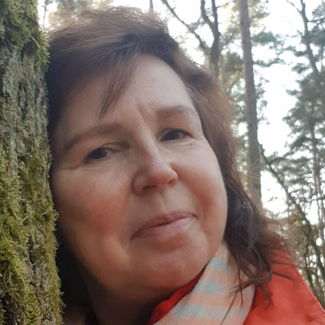 Dienstag, 30.03.21, Gartenarbeit, Astra Zeneca soll ab sofort nur an über 60 Jährige verimpft werden.