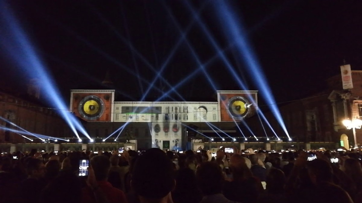 Torino - Festa di San Giovanni - Video Mapping Subsonica (YouTube)