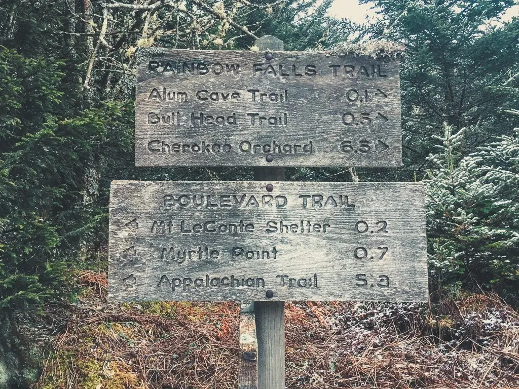 rainbow falls trail sign