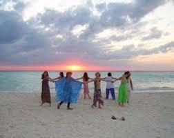 women_circle_beach