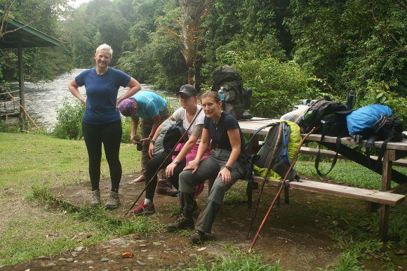 Uitgeput en moe van de modder zijn we aangekomen in Camp 5