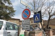 divieto di sosta negli spazi non segnati