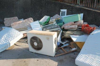 spazzatura posteggio montepescali grosseto (7)