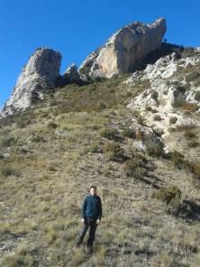 Alle mie spalle si intravede il primo dei due archi naturali chiamati El Forat dels Lladres