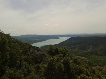Il Lac de Sainte Croix visto dalla falesia di Courchon