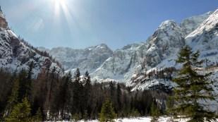 Il magnifico panorama sul gruppo del Montasio-Fuart che si gode dalla Val Saisera