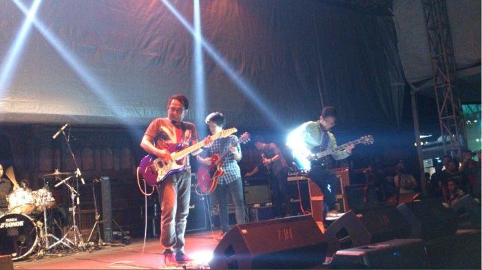Konser Gitaris Ryan D'Masiv dan Irvan Samsons