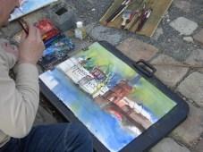 Ich in Prag beim aquarellieren der Karlsbrücke