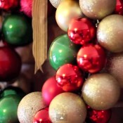 You've got to see how she makes this beautiful Christmas wreath!