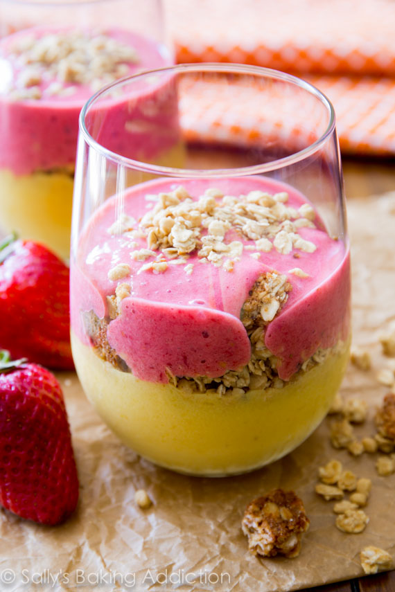 strawberry mango smoothie- this looks AMAZING!