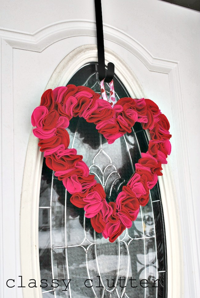 felt heart wreath tutorial