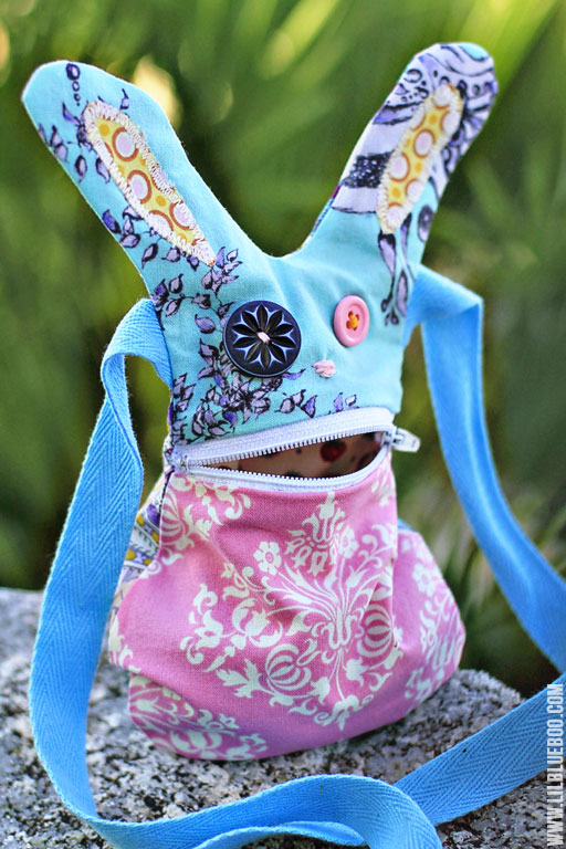 Rabbit purse with zipper closure mouth