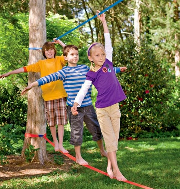 How to put up a slackline in your backyard
