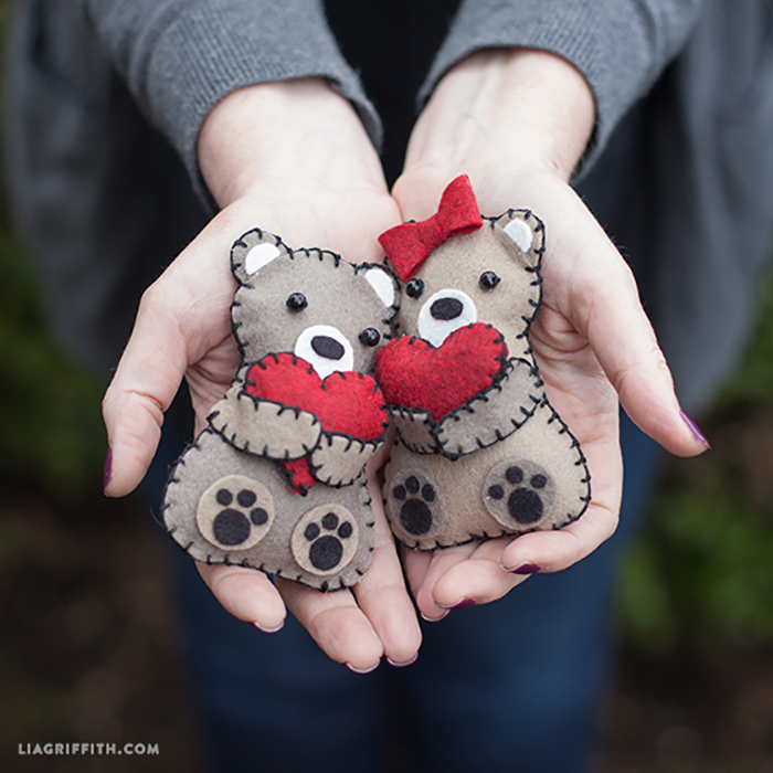 Mini felt bears - FREE tutorial
