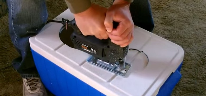 Man makes his how air conditioner out of a coleman cooler