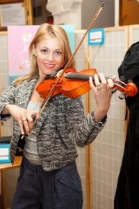 Andreea Ibacka cu vioara