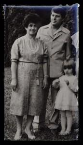 Andreea Ibacka cu bunicii ei