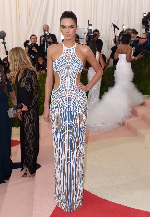 Kendall Jenner - rochie Versace