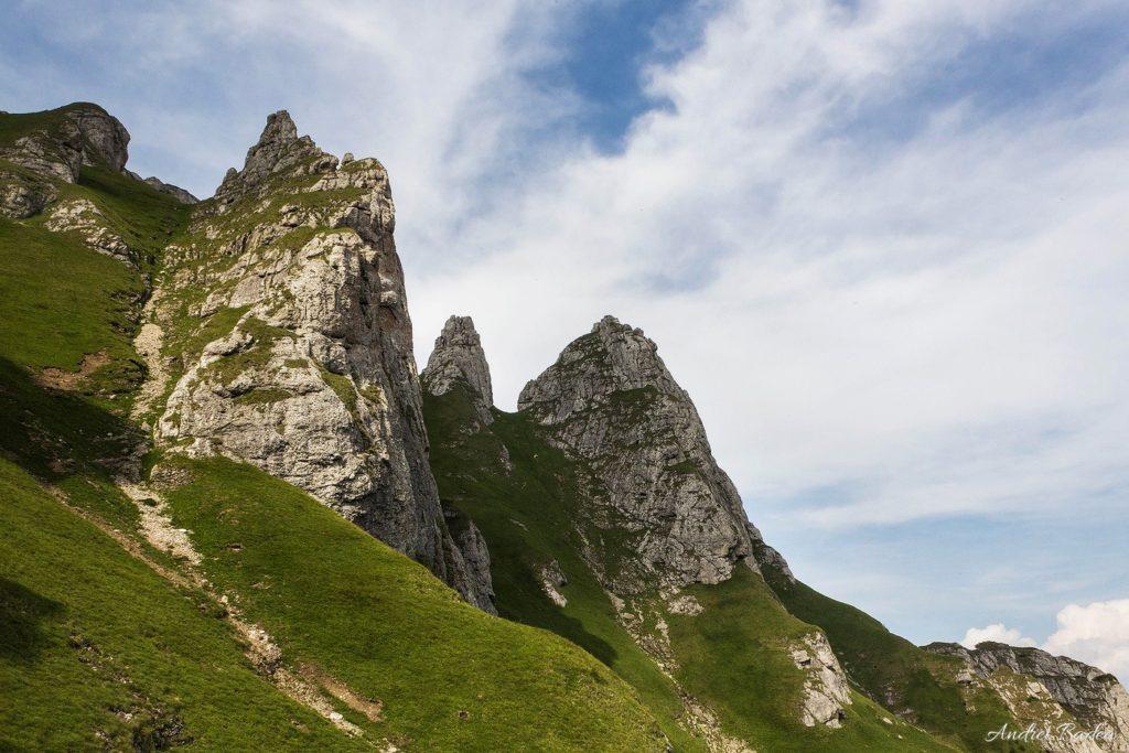 75 - Bucegi: Hoinari pe brâurile Morarului