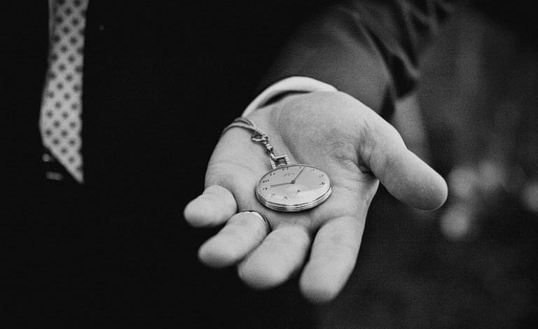 Photo of Noaptea trecută românii au dat ceasul înapoi… foștilor proprietari