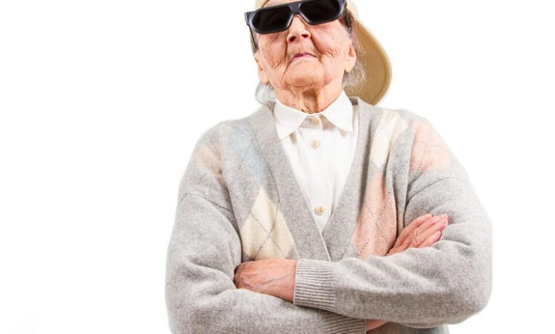 Photo of Bătrînică din Apahida arestată pentru că tricota brățări Untold *