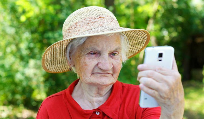 Photo of Nu le mai luați bunicilor smarfoane