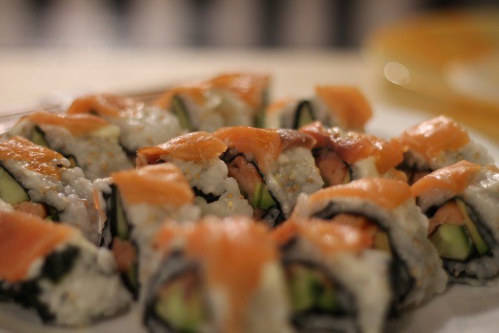 Sushi cu somon stil California