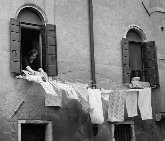 photo of an old lady in Venice - photographs local people
