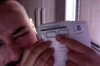 Quando penso q todas as contas estão pagas, mas encontro mais uma na caxinha do correio